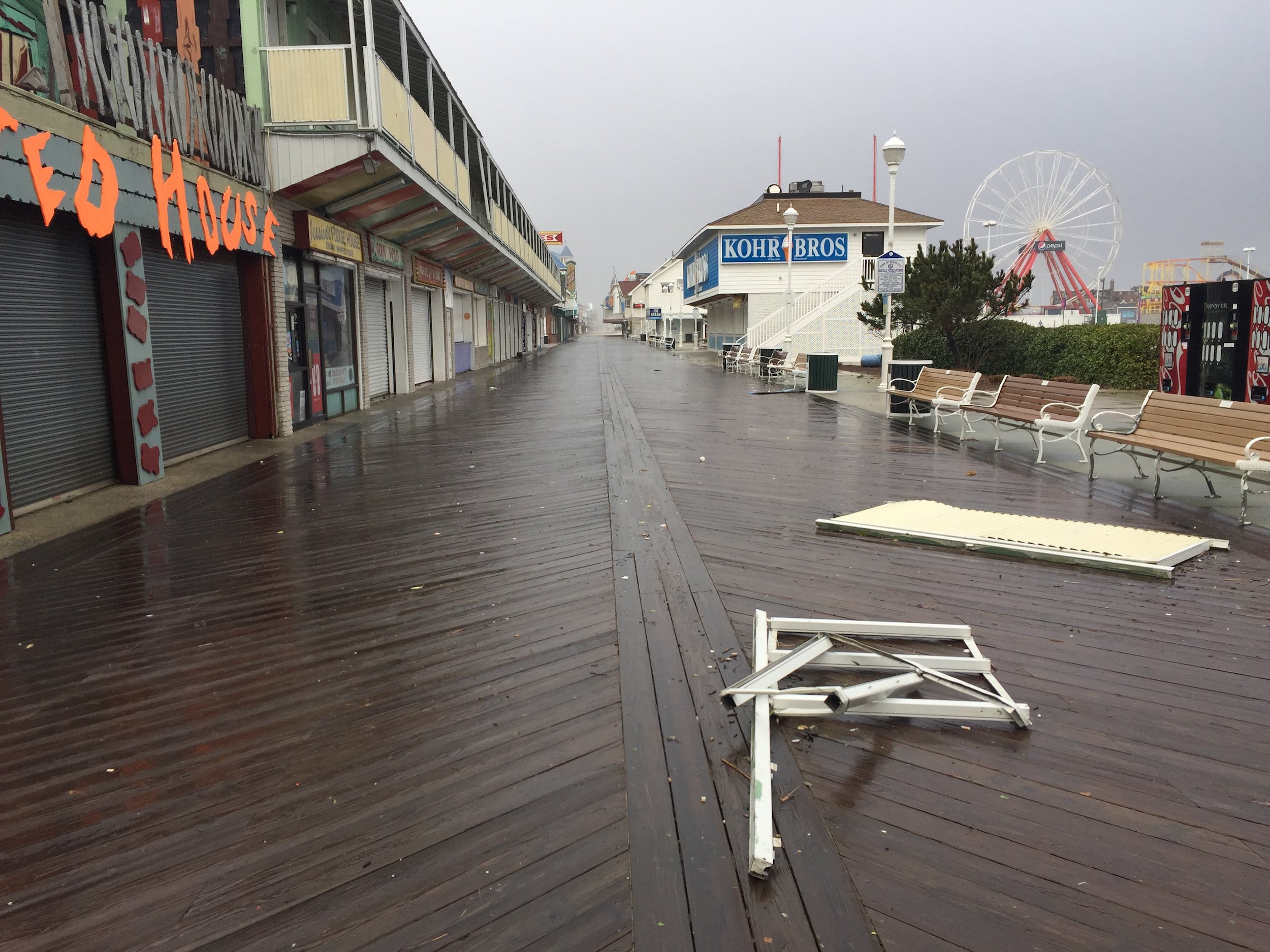 Winter storm jonas pounds ocean city maryland ocean for Maryland fishing piers